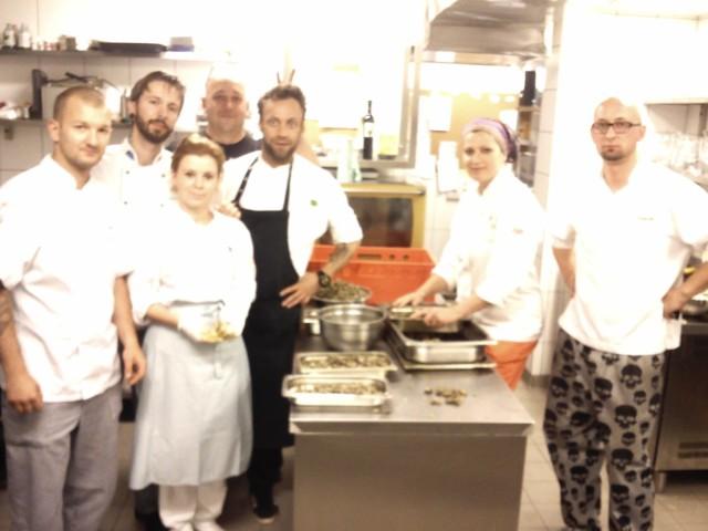 W nocy z piątku na sobotę część kucharzy przygotowywała produkty na sobotni event