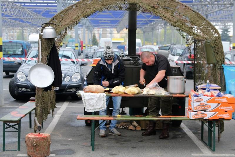 Gotowali Grochowke W Kuchniach Polowych Zdjecia Nasz Glos Poznanski