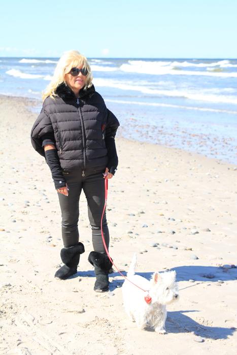 Plaża w Dźwirzynie zachęca do spacerów.